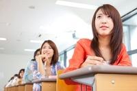 講義を受ける大学生