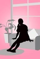ソファに座る女性のシルエット