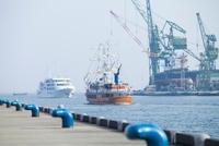 神戸港とクルーザー