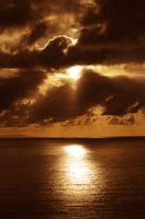南の島の夕日 11031081866| 写真素材・ストックフォト・画像・イラスト素材|アマナイメージズ
