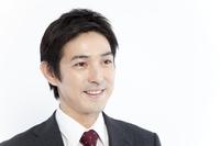 笑顔のビジネスマン 11031082679| 写真素材・ストックフォト・画像・イラスト素材|アマナイメージズ
