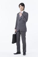 微笑むビジネスマン 11031088188| 写真素材・ストックフォト・画像・イラスト素材|アマナイメージズ