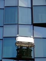 ビルの窓掃除のゴンドラ