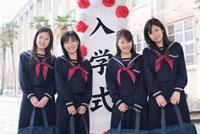 入学式の中学生