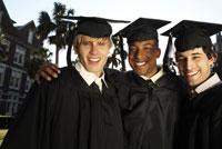 men in graduation cap and gowns smiling 11034004388| 写真素材・ストックフォト・画像・イラスト素材|アマナイメージズ