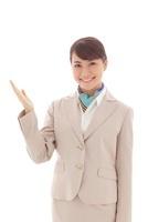 ポーズをとる若い女性 11038010483| 写真素材・ストックフォト・画像・イラスト素材|アマナイメージズ