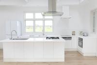 明るくて広いキッチン 11038020544| 写真素材・ストックフォト・画像・イラスト素材|アマナイメージズ