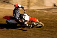 Motocross racer on dirt track 11044002411| 写真素材・ストックフォト・画像・イラスト素材|アマナイメージズ