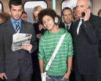 Commuters standing on train  reading newspapers  talking o 11044013791| 写真素材・ストックフォト・画像・イラスト素材|アマナイメージズ