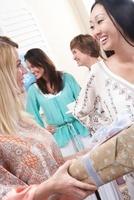 Woman giving a gift at baby shower 11044014959| 写真素材・ストックフォト・画像・イラスト素材|アマナイメージズ