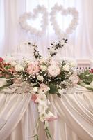 Wedding decoration with fresh flowers 11044031911| 写真素材・ストックフォト・画像・イラスト素材|アマナイメージズ