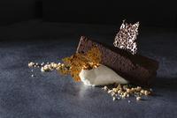 A Slice of Triple Layer Chocolate Cake 11047042476| 写真素材・ストックフォト・画像・イラスト素材|アマナイメージズ