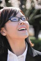 眼鏡をかけたビジネスウーマン 11069001116| 写真素材・ストックフォト・画像・イラスト素材|アマナイメージズ