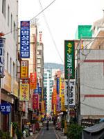釜山の路地 11069001724| 写真素材・ストックフォト・画像・イラスト素材|アマナイメージズ