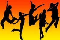 踊る若者のシルエット