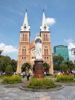 聖母マリア教会とマリア像 11069006669| 写真素材・ストックフォト・画像・イラスト素材|アマナイメージズ