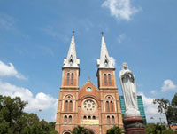 聖母マリア教会とマリア像 11069006670| 写真素材・ストックフォト・画像・イラスト素材|アマナイメージズ