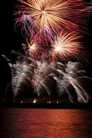 オンタリオ湖の花火 11069007534| 写真素材・ストックフォト・画像・イラスト素材|アマナイメージズ