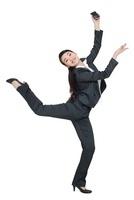 携帯電話を持って踊るビジネスウーマン 11069007746| 写真素材・ストックフォト・画像・イラスト素材|アマナイメージズ