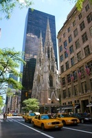 セントパトリック教会とイエローキャブ 11069008213| 写真素材・ストックフォト・画像・イラスト素材|アマナイメージズ
