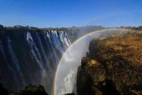 ヴィクトリアの滝にかかる虹