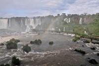 イグアスの滝にかかる虹 11069009206| 写真素材・ストックフォト・画像・イラスト素材|アマナイメージズ