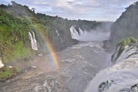 イグアスの滝にかかる虹