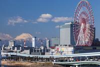 東京ビックサイトから見る富士山 11069012593| 写真素材・ストックフォト・画像・イラスト素材|アマナイメージズ