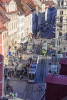 グラーツ市内を走るトラム 11069019756| 写真素材・ストックフォト・画像・イラスト素材|アマナイメージズ