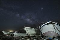 鳩間島の星空とボート