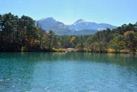 五色沼より望む秋の磐梯山 福島県 11070005317| 写真素材・ストックフォト・画像・イラスト素材|アマナイメージズ