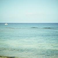 海とクルーザー