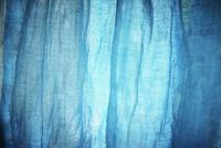 青い布 11070009931| 写真素材・ストックフォト・画像・イラスト素材|アマナイメージズ