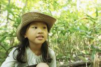 帽子を被った女の子 11070009957| 写真素材・ストックフォト・画像・イラスト素材|アマナイメージズ