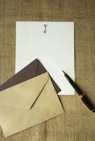 便箋と封筒とペン