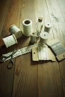 糸とハサミとレース 11070010054| 写真素材・ストックフォト・画像・イラスト素材|アマナイメージズ