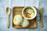 ポトフとパン 11070010075| 写真素材・ストックフォト・画像・イラスト素材|アマナイメージズ