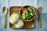 パンとサラダ 11070010076| 写真素材・ストックフォト・画像・イラスト素材|アマナイメージズ