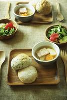 ポトフとパンとサラダ 11070010078| 写真素材・ストックフォト・画像・イラスト素材|アマナイメージズ