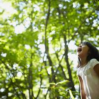 口を開ける女の子 11070010426| 写真素材・ストックフォト・画像・イラスト素材|アマナイメージズ