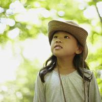 帽子を被った女の子 11070010431| 写真素材・ストックフォト・画像・イラスト素材|アマナイメージズ
