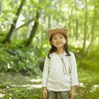 帽子を被った女の子 11070010449| 写真素材・ストックフォト・画像・イラスト素材|アマナイメージズ