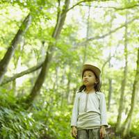 帽子を被った女の子 11070010450| 写真素材・ストックフォト・画像・イラスト素材|アマナイメージズ