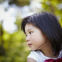 女の子の横顔 11070010459| 写真素材・ストックフォト・画像・イラスト素材|アマナイメージズ