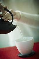 急須で注ぐ緑茶