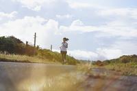 ランニングをする女性 11070017692| 写真素材・ストックフォト・画像・イラスト素材|アマナイメージズ