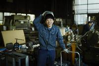 笑顔の工場作業員
