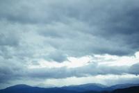 雲と山並み 11070018729| 写真素材・ストックフォト・画像・イラスト素材|アマナイメージズ