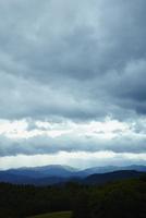 雲と山並み 11070018730| 写真素材・ストックフォト・画像・イラスト素材|アマナイメージズ