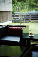 テーブルと椅子 11070018875| 写真素材・ストックフォト・画像・イラスト素材|アマナイメージズ